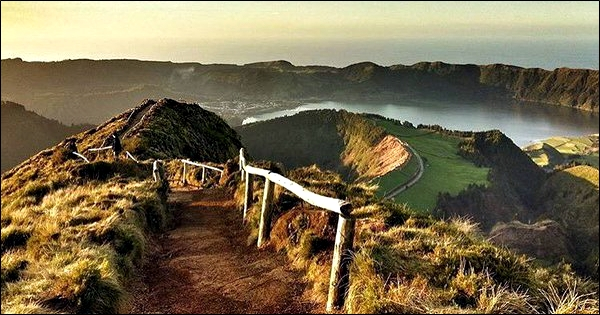 View from SE and above towards the Sete Cidades caldera. (© @jorgeverissimo, Twitter)