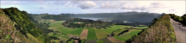 A view of the Sete Cidades caldera as seen from the Cuumeiras. (© Hansueli Krapf, Wikipedia). The Caldeira Seca pumice ring (center), on the SW of the caldera floor, was formed during a 15th-century explosive eruption through the Sete Cidades caldera lake, the last intra-calderan eruption.