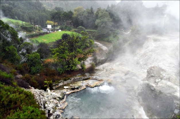 Furnas Fumaroles (© chris, Wikimedia)