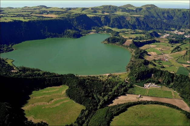 View from north over Lagoa das Furnas (Source)