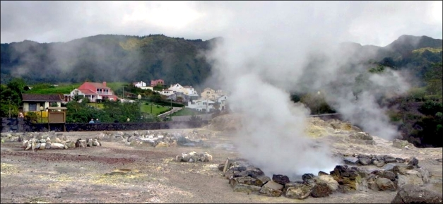 Residential areas of Furnas village situated directly adjacent to the fumarolic field. (© David Stanley, via Flickr)