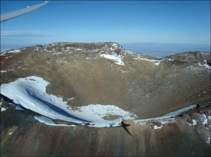 "One of Volcán Tromen's summit craters. (© Raul Macchi, via <a href=""http://www.panoramio.com/photo/48827394"" target=""_blank"">Panoramio</a>)"