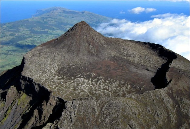 "Aerial view eastwards and into the crater of Mt. Pico, with the cone Piquinho rising another seventy meters. (© Herbert Terra, via <a href=""http://www.panoramio.com/photo/44553967"" target=""_blank"">Panoramio</a>)"