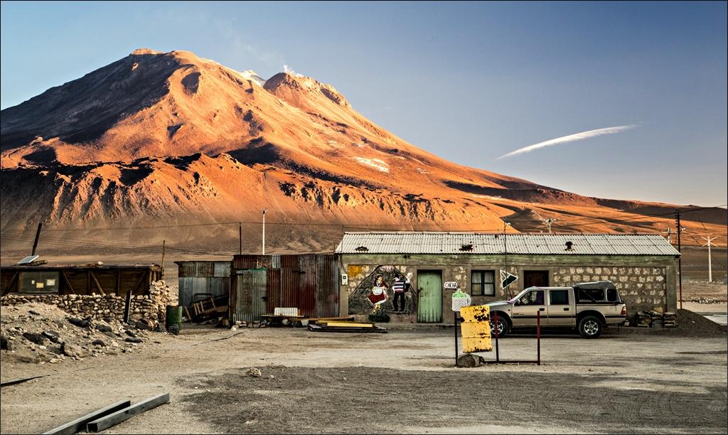 Abandoned mining village below volcan Ollagüe. (© Marco Giometti, via Flickr)